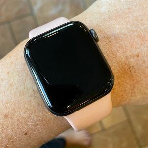 Apple Watch Series 4 Verizon Cellular